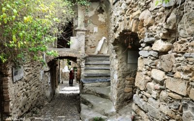 Буссана-Веккья. Хиппи в городе-призраке, Италия / Bussana Vecchia. Hippies in a ghost town, Itlay